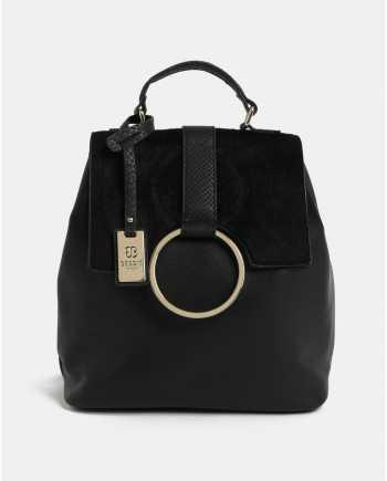 Černý batoh s umělým kožíškem a detaily ve zlaté barvě Bessie London